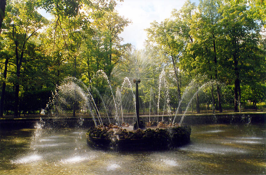 Solntse (Sun) fountain in Peterhof, a former Tsar...now a suburb of St.Petersburg. Russia