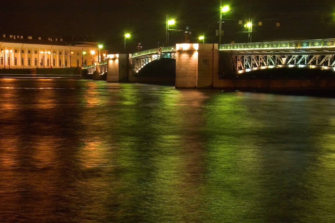 Dvortsovy Bridge at night. St.Petersburg, Russia