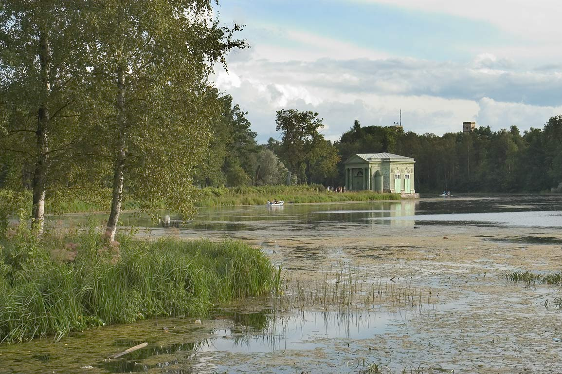 Venus Pavilion and Beloe Lake in Gatchina, a suburb of St.Petersburg. Russia
