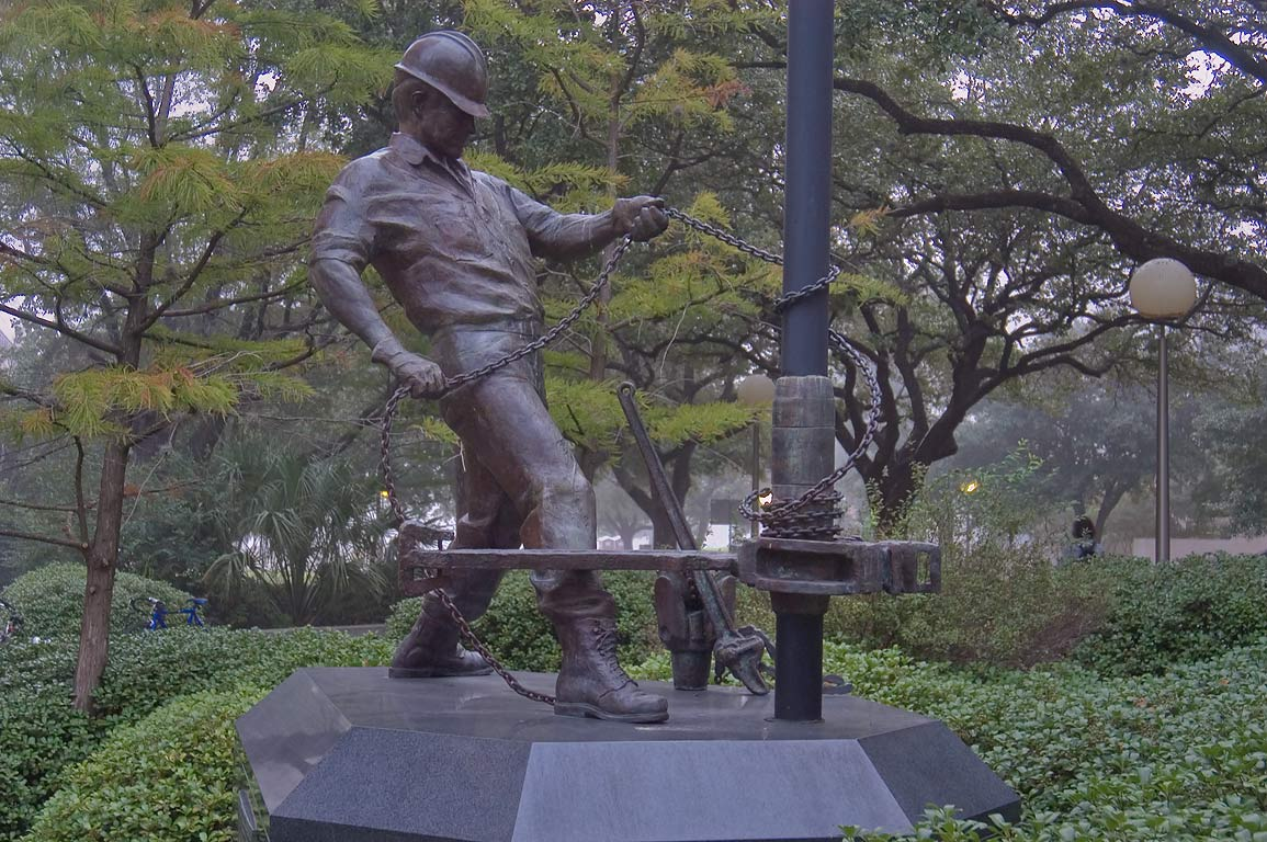 The Roughneck bronze statue (Rosie Sandifer, 1991...M University. College Station, Texas