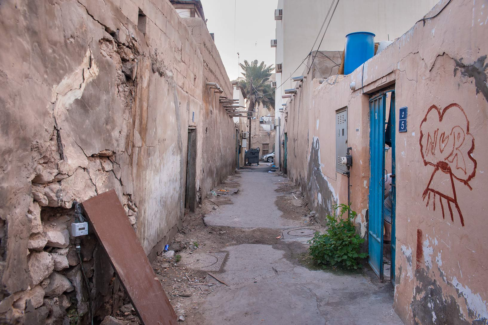 Narrow alleyway (sikka) in Musheirib neighborhood area. Doha, Qatar