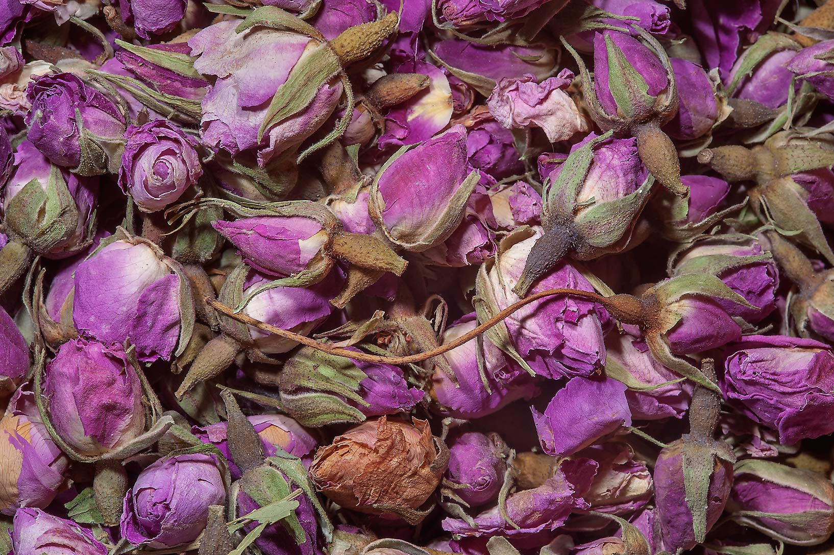 Dry rose buds in spice section of Souq Waqif (Old Market). Doha, Qatar